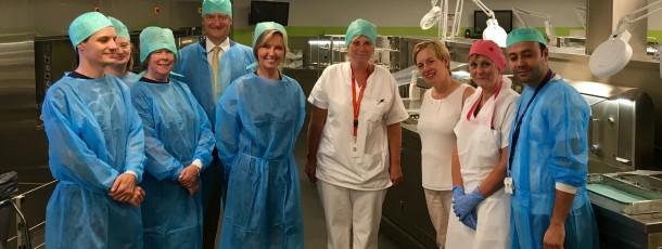 Visite de l'unité stérilisation du CHU Saint-Pierre