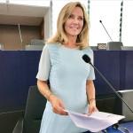 jeunes-journée-alde-visiteurs-européen-politique-strasbourg-schaerbeek-cigarette-parlement-interview-vidéo-parlement européen-ries mariee-mariee femme-pleniere