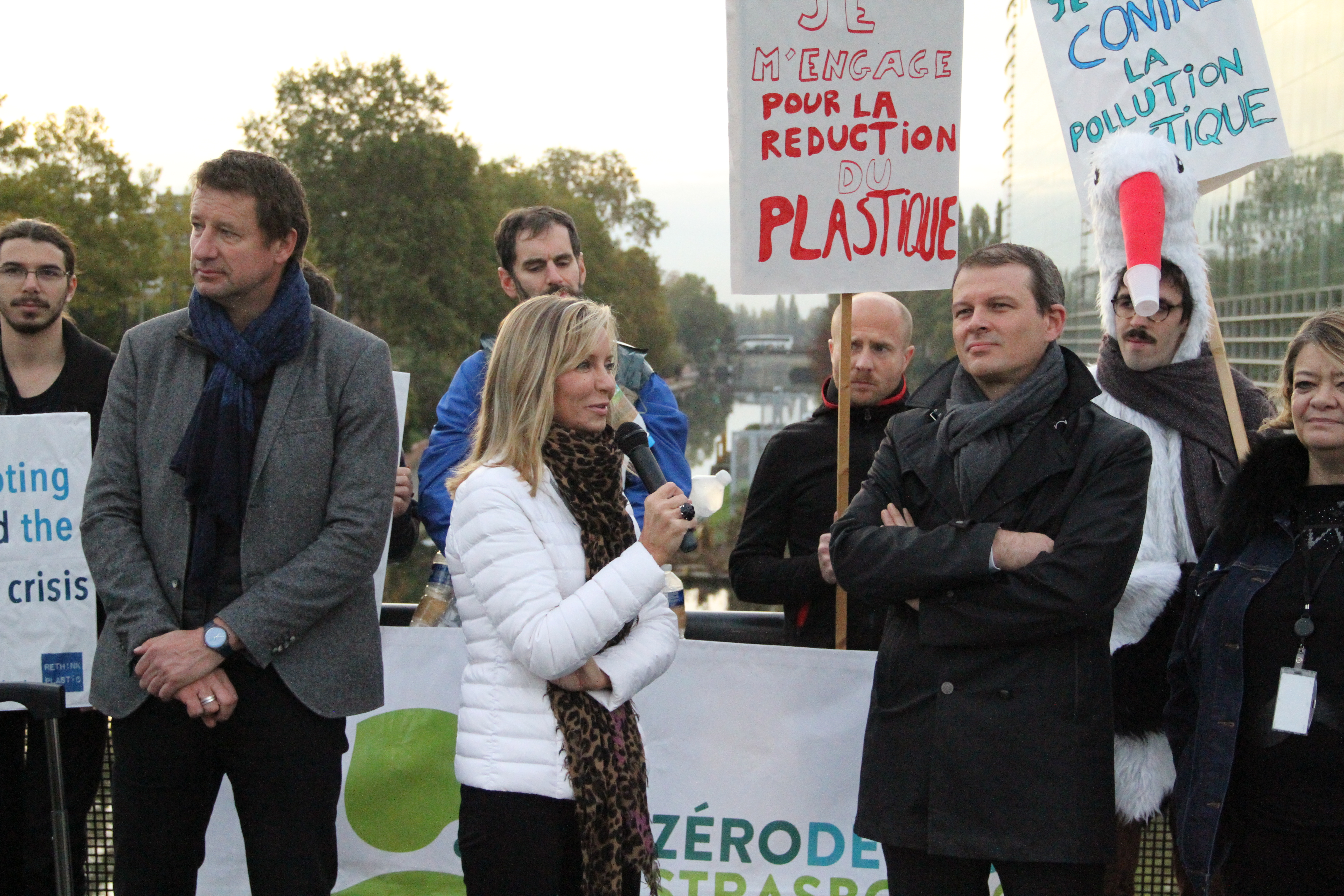 frederique-ries-mariee-femme-politique-parlement-europeen-hemicycle-strasbourg-plastiques-jetables-plastic-single use-directive-world cleanup